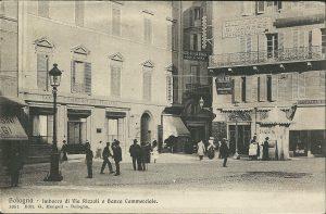 Imbocco di Via Rizzoli e Banca Commerciale