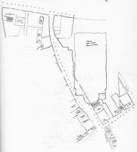 (Nord verso destra). E' disegnata la sagoma della nuova chiesa di Santa Lucia (ora Aula Magna dell'Università di Bologna) e lo scomparso Campo di Santa Lucia, il vicolo che congiungeva Strada Castiglione a via de' Chiari. Di questo vicolo è rimasto un relitto su via de' Chiari, oggi utilizzato come accesso all'Aula Absidale dell'Aula Magna.